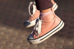 fulya ayak selimbey yazisi 300x200 - Yanlış Ayakkabı Çocuğun Ayak Sağlığını Bozabilir